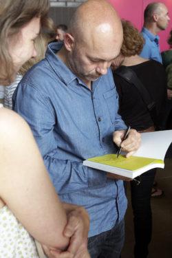Paul Faassen signeert @ Illustratie Biënnale 2016