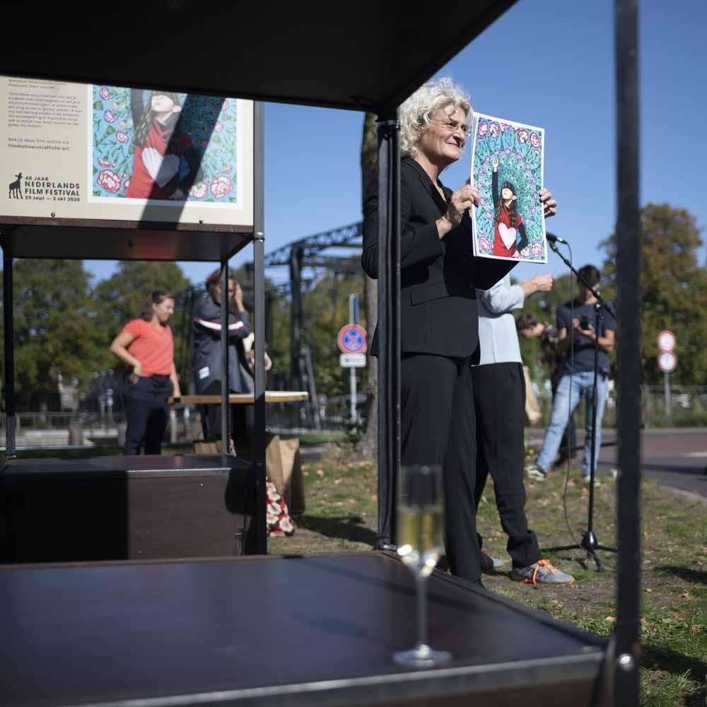 Doreen Boonekamp tijdens de opening van Affiche-art voor Film, 2020